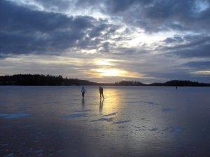 finland-skating_custom-a07fb0914d33ba07f3e2343ec67791e25af4c916-s800-c85