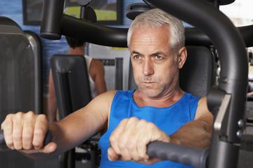 man-weights-workout-160210.jpg